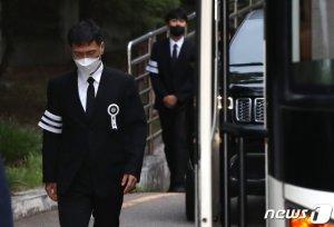 '성범죄자' 안희정 동정하는 정치권 '그들이 사는 세상'