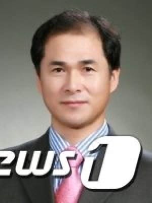 與 공수처장 후보 추천위원 장성근, n번방 피의자 변호 논란에 '사임'