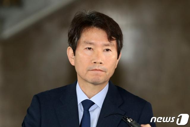 """통일부 """"이인영 아들 스위스학비 2만5천불 아냐…송금내역 제출"""""""