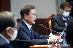 노영민 잡은 文대통령, 최재성 등 3수석 내정…野
