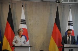 트럼프 '연기'·日은 '확대 반대' …韓 G7 참여 '험로'