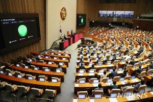 법안 통과 그 뒤엔…여야 '말폭탄'으로 끝난 7월 국회