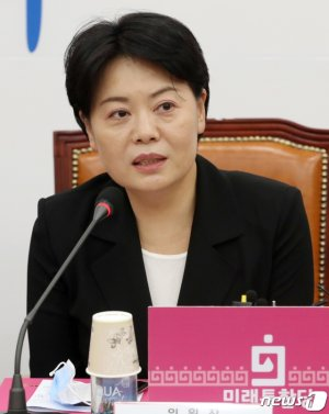 '스타 초선'된 윤희숙, 여권 공세에도 침묵한 이유는