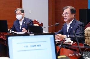김조원 민정수석만 쏙 빠진 '수보회의'…사의 수용했나