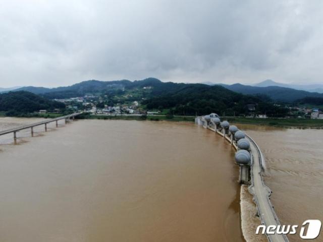 """""""4대강 보 홍수 예방효과 없다""""는 환경부…野 """"대통령 눈치보냐"""""""
