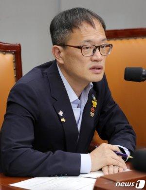 """""""침소봉대""""·""""국민의 경고""""…지지율 역전에 당혹스런 민주당"""