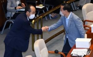 '4차 추경' 22일 국회 문턱 넘는다…'통신비 2만원' 변수
