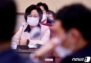 법사위, 秋 태도 논란… 김도읍 3번 불러도 '침묵'한 秋