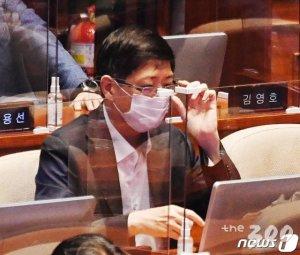 '호부견자'에도 침묵 '감찰'에도 침묵…與, 김홍걸 제명