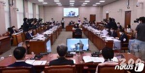 코로나탓 '임대료 깎는' 임대차보호법, 국회 법사위 통과