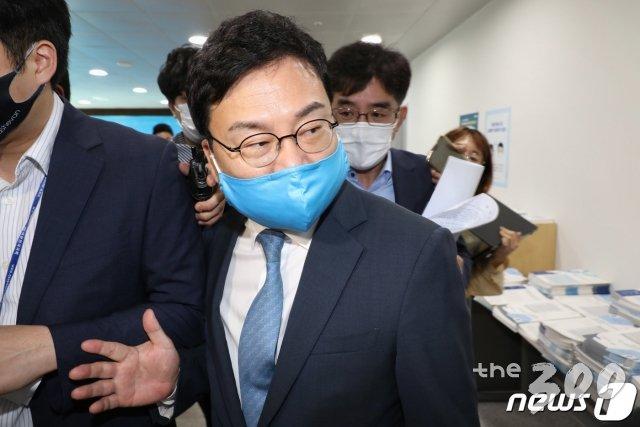 '이스타 사태' 이상직도 탈당, 김홍걸은 '제명'…작아지는 민주당