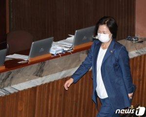 """추미애·아들·보좌관 불기소…野 """"정권 눈치보기…특검해야"""""""