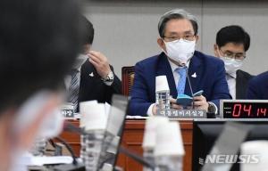 청와대 안보실장·민정수석·경호처장 안온다…'靑국감 왜이래?'