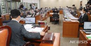 복지위 국감장에서 '산더미 회의자료' 사라진 이유
