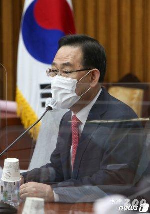 """주호영, '동기' 추미애에 """"고마해라 많이 했다 아이가"""""""