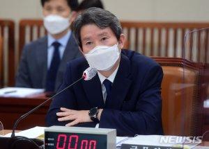 """이인영 """"코로나19 백신·치료제, 남북관계 게임 체인저"""""""