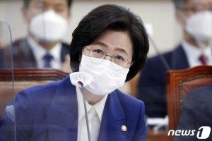 """秋, '윤석열 해임' 묻자 """"감찰 결과 따라 결정할 문제"""""""