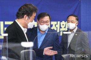 """이낙연 """"대주주 요건 '5억원'? 미정""""…당정 """"논의 중"""""""