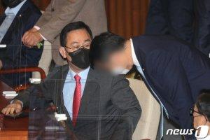 """주호영, 靑 몸수색에 """"대통령에게 곤란한 질문할까봐?"""""""
