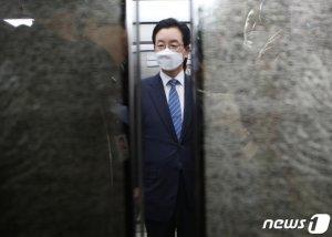 '체포영장 발부' 정정순, 오늘 檢 출석… 무슨 말 할까?