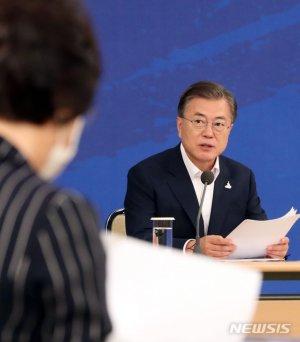 '윤석열 징계' 보고받은 文, 별도언급 없었지만 암묵적 승인?
