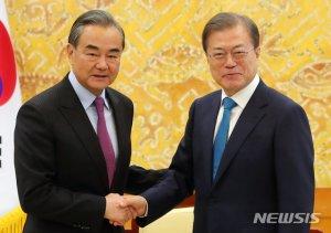 文대통령, 26일 中왕이 만난다…'시진핑 방한' 논의 주목