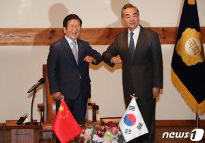 """왕이 """"남북이 한반도 주인…中, 건설적 역할 계속하겠다"""""""