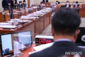 野 빠진 법사위, 'BTS 병역법' 등 52개 법안 의결