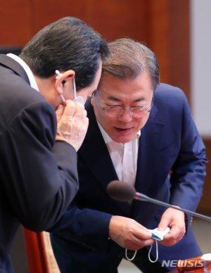"""정세균, 文대통령 만나 """"윤석열, 국정운영에 부담…자진사퇴해야"""""""