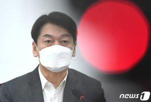 """""""힘 보태겠다"""", 국민의힘 초선들에게 달려온 안철수"""