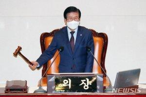 [속보]국회, '558조' 예산안 의결…6년만에 '헌법' 지켰다