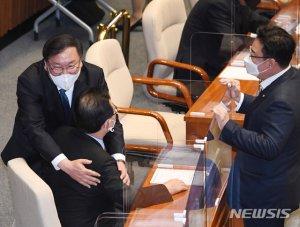 뉴딜·위풍당당…정책펀드 예산 삭감에도 與 '안도'