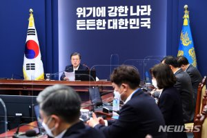 '1차 개각' 국정쇄신 노린 文대통령, 이번주 '尹징계'가 변수