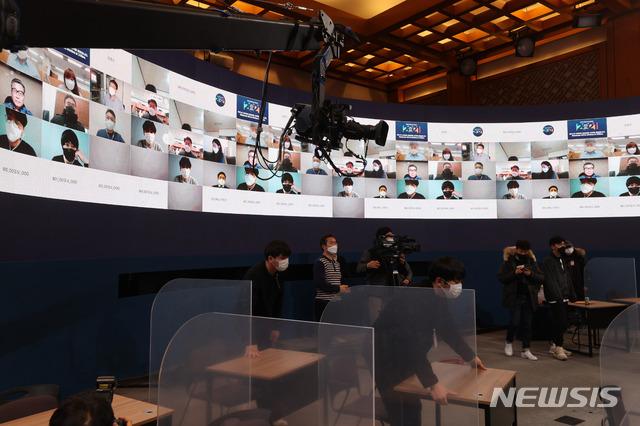 文대통령, 오늘 사상 첫 온라인 기자회견…'MB·朴 사면' 입장 밝힌다