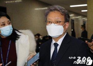 文 후반기는 '의원님 내각'…정치인 장관 비율 늘었다