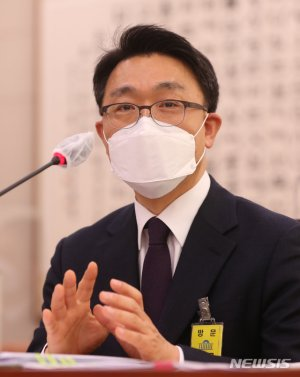 文대통령, 김진욱 초대 공수처장 임명 재가…오늘부터 임기 시작