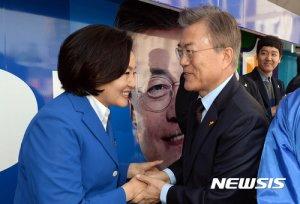 """박영선 """"문재인 보유국"""" 외치며 '봉화'로 날아간 이유는?"""