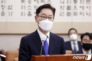 """박범계, 고시생 폭행 의혹 묻자 """"계류 중 사건…사시 폐지 가슴아파"""""""