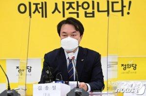 """'김종철 성추행'에 입장 낸 민주당 """"충격 넘어 경악"""""""