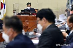 '사모펀드 부실 재발 방지' 자본시장법 개정안, 정무위 통과