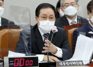"""유영민 """"文대통령, 백신 우선접종 마다 안해…의협 보이콧 단호히 대응"""""""