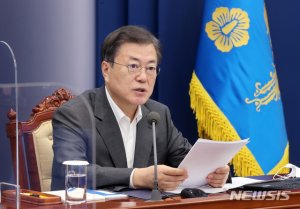 부산에 간 文대통령, 1000만 규모 '부·울·경 메가시티' 점검