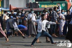 """외교부 """"미얀마 민간인 폭력진압 규탄…즉각 중단해야"""""""