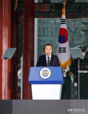 """文대통령 """"북한, 역내 국가들과 협력·교류하길 희망"""""""