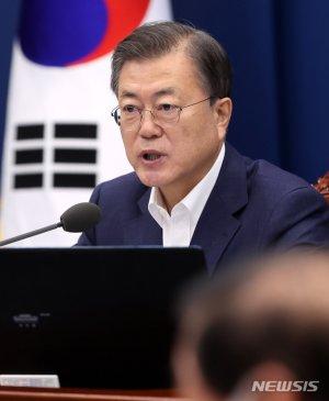 """文대통령 """"한국, K-방역에 이어 백신도 모범국가 될 것"""""""