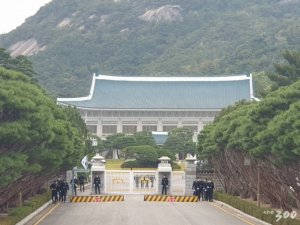"""또 '靑 행정관'…""""고향선 대통령만큼 높은 자리인줄 아는데…"""""""