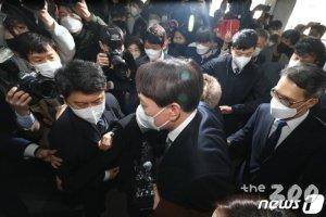"""윤석열 """"부패완판""""에 與 잠룡들 """"정치행위"""" 속속 참전"""