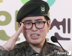 """'음경상실→심신장애' 판정 내렸던 軍, """"故 변희수 애도"""""""