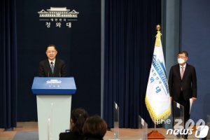 文대통령, 참여정부 함께 일한 '김진국' 새 민정수석 임명