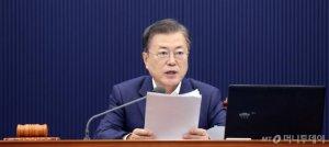 '25글자' 짧은 입장문… 文대통령, 윤석열에 강한 불쾌감